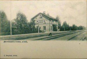 Vykort av C. Berglund, Arbrå Järnvägsstation.