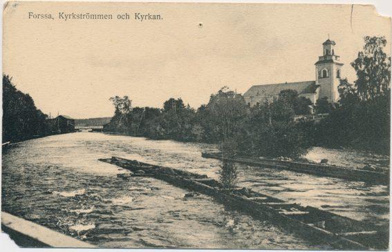 """Vykort """"Forssa, Kyrkströmmen och Kyrkan"""", foto: Sven Th. Sätervall."""