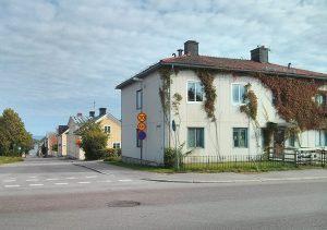 Nuvarande utseende på byggnaden där Olssons ateljé låg. Korsningen Södra vägen och Håstaborgsgatan (till vänster), 2016 (foto: privat).