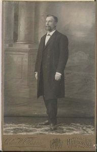 Oskar W. Olsson visitkort Hudiksvall, fram (P313_0006F).