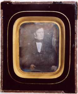 Daguerreotyp, handlare Erik Dahlbom, 127 x 109 mm (Hälsinglands Museum, HM22216)