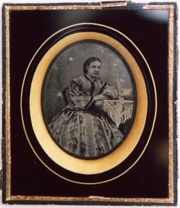 Ambrotyp, fru Emilie Arbom, 129 x 111 mm, 1860 (Hälsinglands Museum, HM22217)
