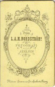 L.A.M. Nordström visitkort Typ 5, baksida (PF107866)