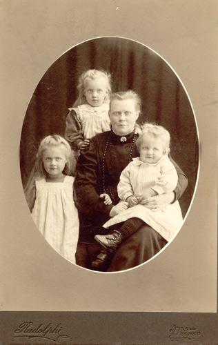 Rudolphi kabinettkort Delsbo (Delsbo Hembygds- och Fornminnesförening, Sockenbilder Nr. MAB-287).