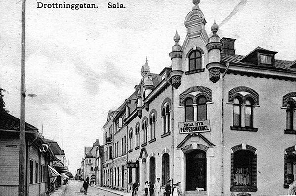 Drottninggatan i Sala, huset till höger är Nr. 14, där Amanda eventuellt hade sin fotoateljé (privat).