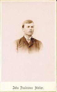 John Paulson visitkort, fram (P118_0001F).