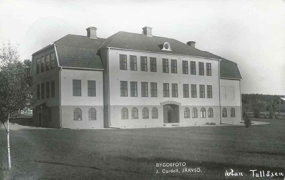 "Vykort ""Skolan Tallåsen"", Bygdefoto J. Cardell, Järvsö."