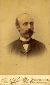 Porträtt av Carl Pehrsson Rudolphi, ca. 1895-1910 (Sockenbilder Delsbo Nr. MAB-322).