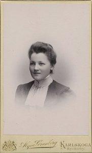 Alma Granberg visitkort Karlskoga (PF140788).