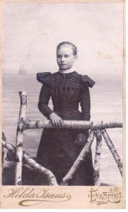 Hilda Isaeus visitkort Enköping (PF169824).