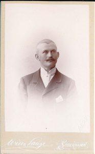 Wilh. Lange visitkort Söderhamn (P206_0003F).