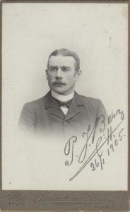 Porträtt på Per från tiden i Ljusdal, 1905, foto: Rehnströms Atelier (Porträttfynd Nr. 178340)