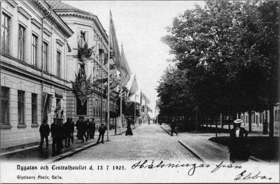 """Vykort """"Nygatan och Centralhotellet"""", Giselsons Atelier, Gävle, 1905."""