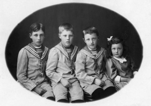 """Okända barn"", foto: Haglund & Tegman, Bergvik"" (DiBiS XBF00418)."