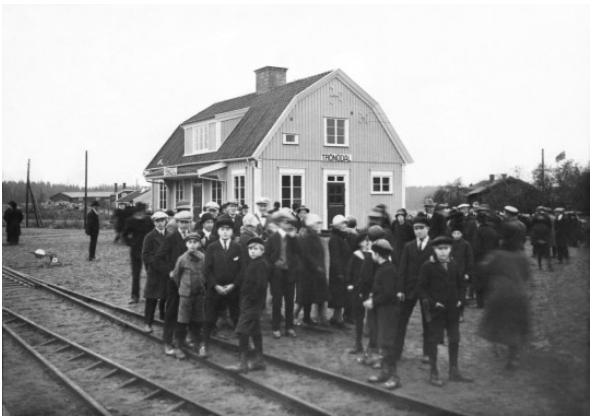 """""""Invigningen av Ostkustbanan den 31/10 1927. Trönödal"""", foto: Natan Giselson (DiBiS XTR00511)."""