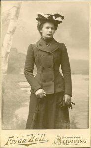 Frida Hall visitkort Nyköping (PF185389).