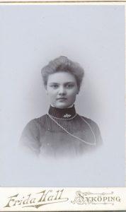 Frida Hall visitkort Nyköping (PF204800).
