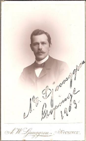 Porträtt på läraren och fotografen A. W. Ljunggren, 1903 i Gysinge (PF183059).