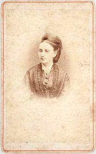 Clara Hollander visitkort Fredrikshald, fram (ubb-sign-0245_md).