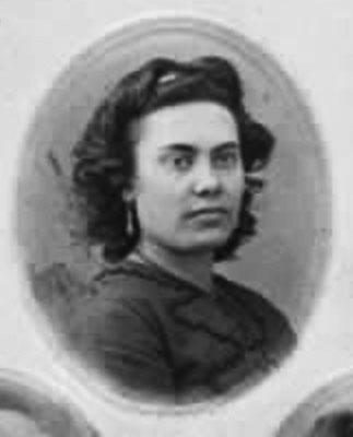 Clara Hollander, ca. 1867-68, detalj av bild nedan.