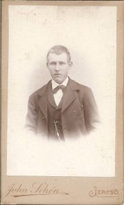 John Schön visitkort Järvsö (PF183458).