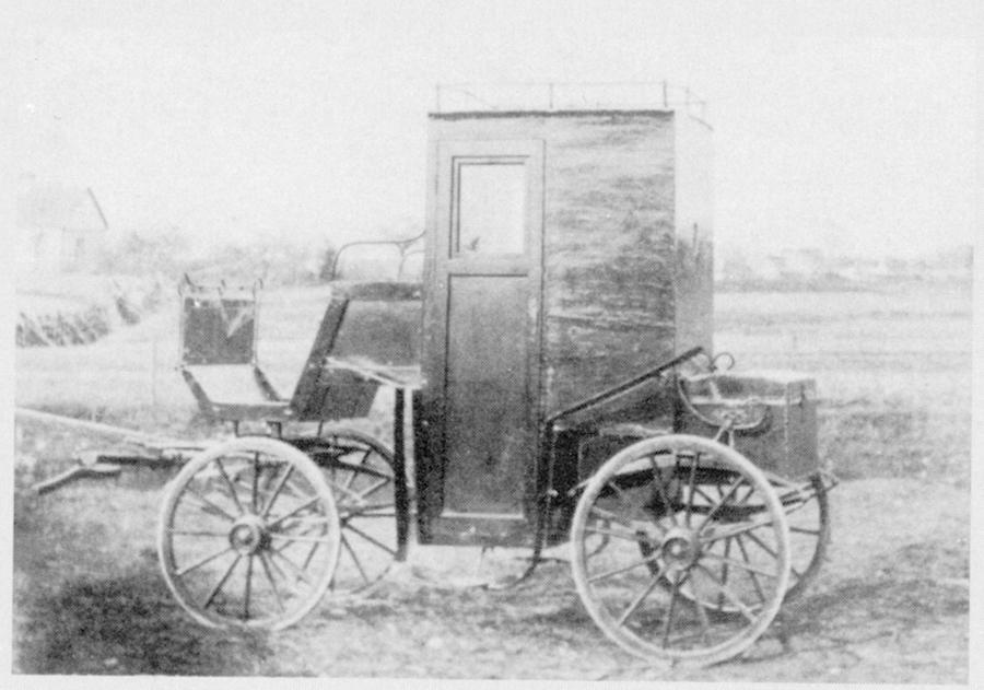 """""""Otto Renners framkallningsvagn"""", Gotland, 1883, bild från: Dövas historia Del 2, s.89."""
