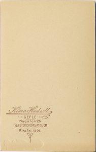 Klara Hacksell visitkort Gefle, bak (P509_0003B).